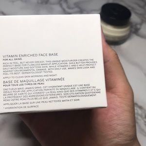 Bobbi Brown Makeup - Bobbi Brown Vitamin Enriched Face Base